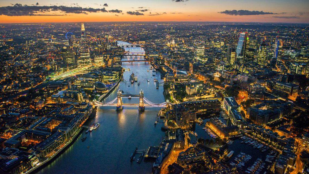 Pigus skrydziai i Londona